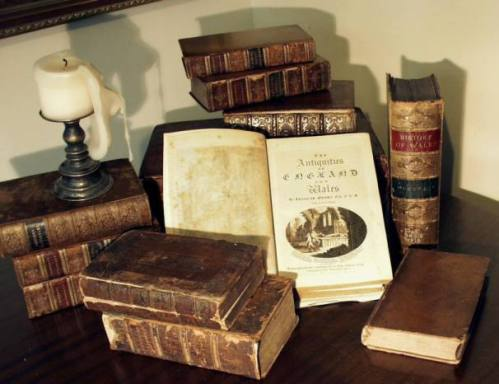 p7110009-grose-antique-books-with-candle-499x384